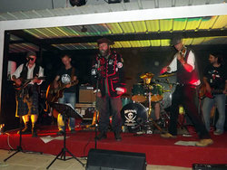 shish-and-his-band.jpg - JPEG - 128.5 ko - 900×675 px